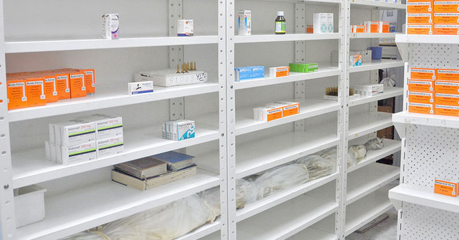 Farmacias comienzan a alquilar estantes vacíos a las morgues