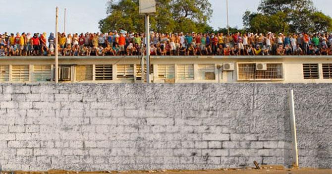 Penal de Tocuyito construye un muro para separarse del país sub-desarrollado que los rodea