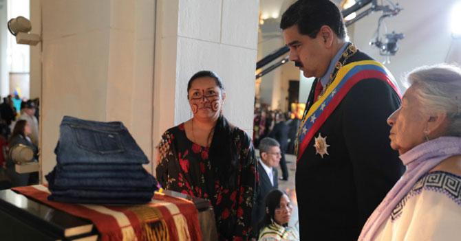 Trasladan al Panteón Nacional últimos pantalones 38 de Maduro