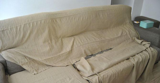 Abuela muere sin disfrutar sofá que ella misma tapó para que no se ensuciara