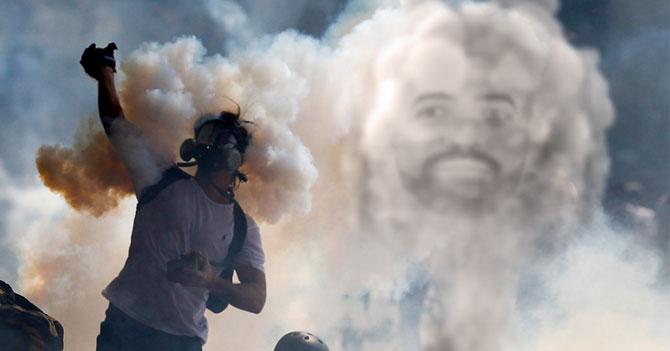 Humo de lacrimógenas crea rostro de Nacho y hace que manifestantes no pierdan la fe