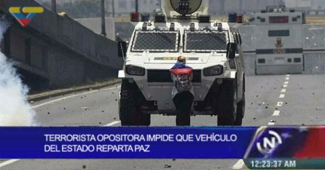 VTV: Terrorista opositora impide que vehículo del estado reparta paz