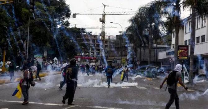 INAMEH recomienda usar casco por posibles lluvias de bombas lacrimógenas