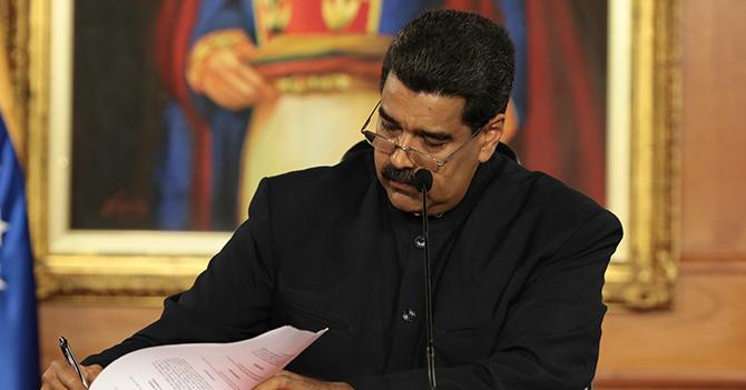 """Maduro ordena cambiar la letra de """"cumpleaños feliz"""" para poder aprendersela"""