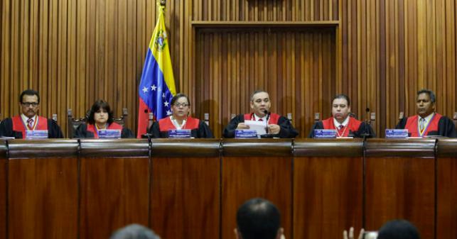 Estados Unidos protege a 8 magistrados de Venezuela de engordar con comida rápida gringa
