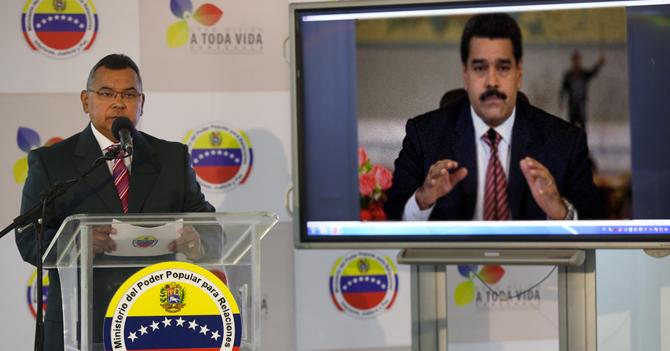 """Reverol: """"Derecha contrató a paramilitar gordo que se disfrazó de Maduro y destruyó al país"""""""