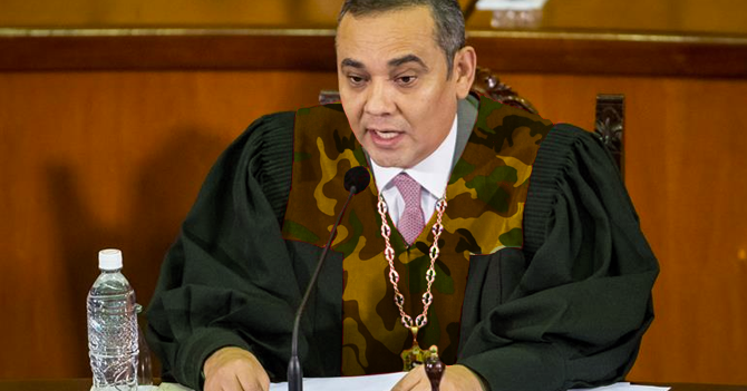 Magistrados chavistas del TSJ estrenan nuevo uniforme camuflado