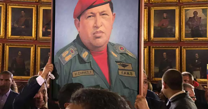 Esposa de Diosdado feliz de que por fin se llevaron cuadro de Chávez de su casa