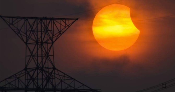 Venezolanos logran convertir conversación sobre el eclipse en algo político en menos de 45 segundos