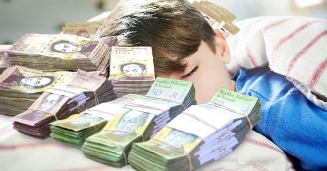 Ratón Pérez entrega pacas de efectivo en almohada y deja con tortícolis a niño