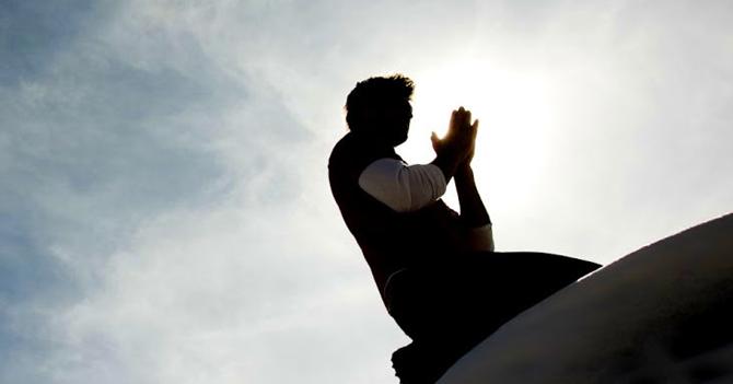 """""""Estamos bien, gracias a Dios"""" dice ateo después de desastre natural"""