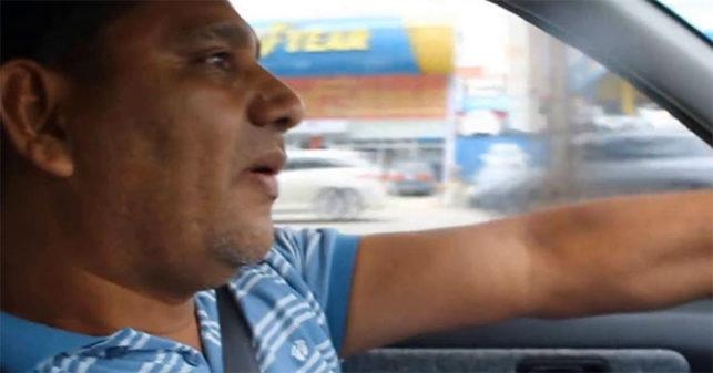Escasez de temas políticos ocasiona incómodo silencio entre taxista y cliente