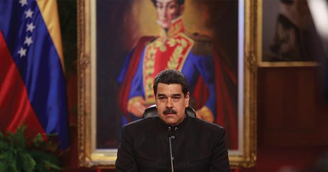 Momento incómodo cuando empleado cree que Maduro se disfrazó de dictador