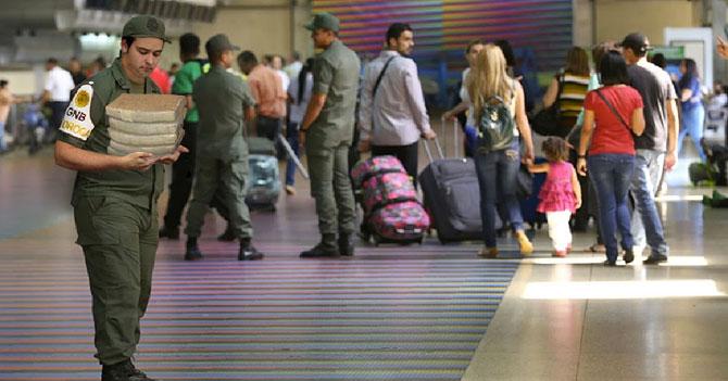 Guardia Nacional se despide emotivamente en Maiquetía de 50 kilos de coca