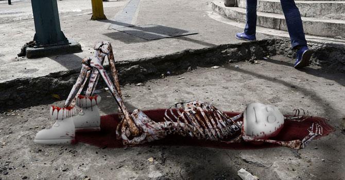 Asesinan a muñeco Michelin para robarle los cauchos