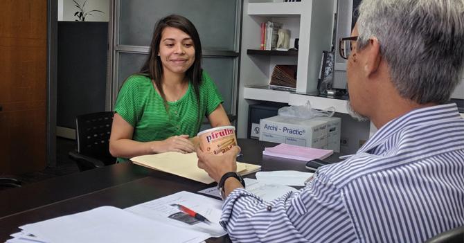 Para proteger a sus empleados de la inflación, empresa paga utilidades en Pirulines