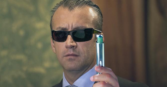 Tareck El Aissami asiste a reunión con tenedores de bonos con neurolizador de MIB
