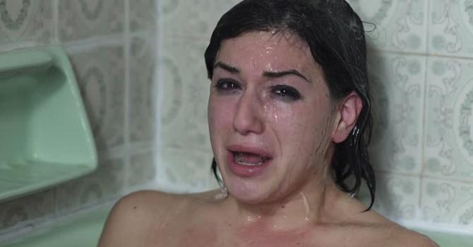 Racionamiento de agua obliga a chama a limitar su llanto en la ducha a 3 minutos