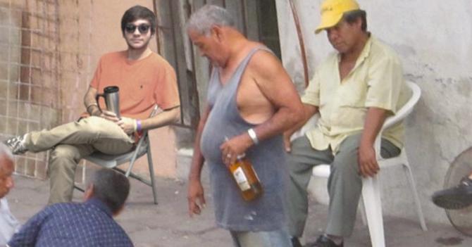 Emigración obliga a joven a hacer reuniones con borrachos de plaza