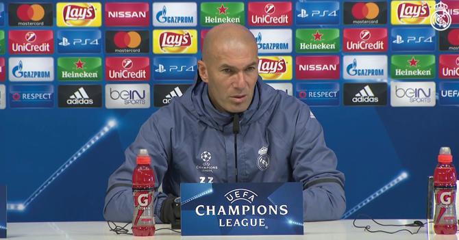 """Zidane contento con el trabajo de Benzema: """"Al llevarse los insultos de la fanaticada relaja al resto del equipo"""""""