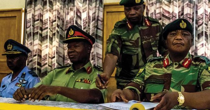 Zimbabwe celebra su paso de dictadura militar a dictadura militar