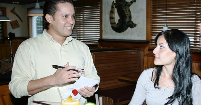 Romántico pelabolas envía nota a chica para invitarla a pagar la mitad de un servicio