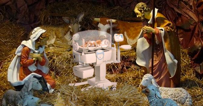 Señora olvida tapar Niño Jesús del nacimiento y Cristo nace prematuro