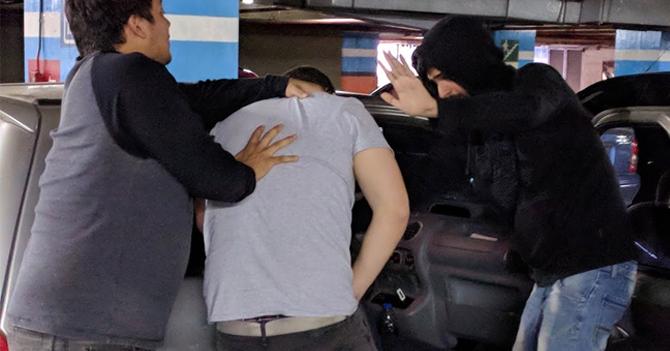 Secuestro se frustra porque asiento de carro dos puertas no bajaba