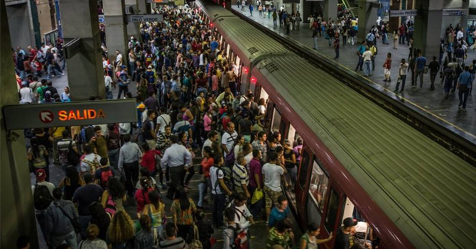 Usuario del Metro no entiende cómo es posible que un servicio que cuesta 4 bolívares no sirva