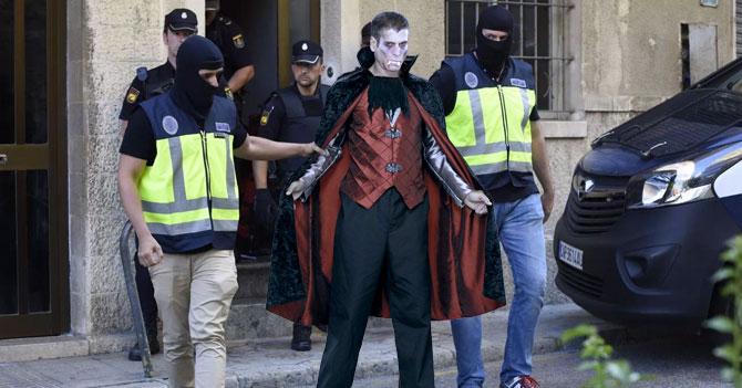Interpol detiene a Drácula por ocultar fondos de Lacava