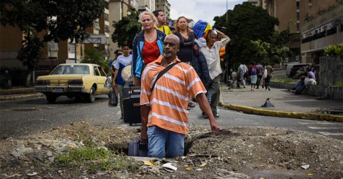 Venezolanos emigran masivamente a China usando hueco en la calle