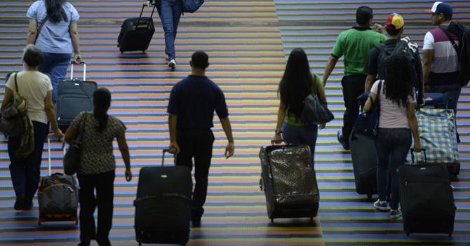 Gobierno planea reducir impacto ambiental del país haciendo que todos emigren