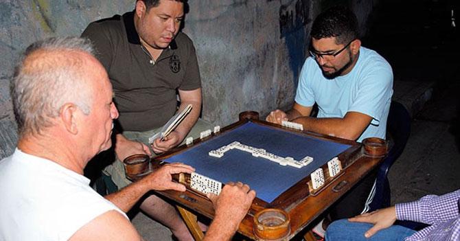 Señor que juega dominó y no es barrigón es acusado de dopaje