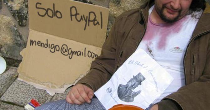 Mendigo rechaza bolívares y comparte su cuenta de Paypal