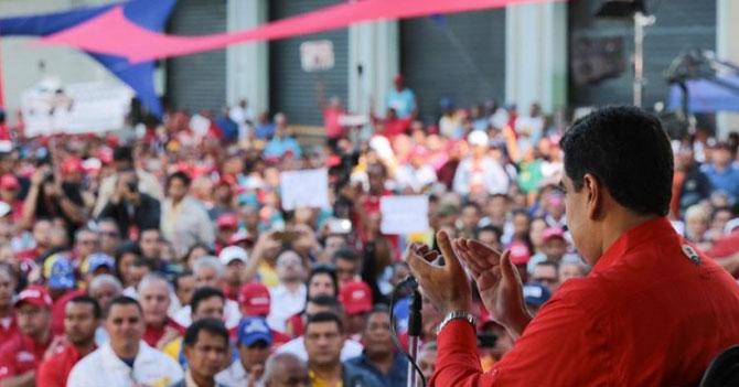 Expertos afirman que 97% de los asistentes a las cadenas de Maduro aplauden porque creen que ya terminó