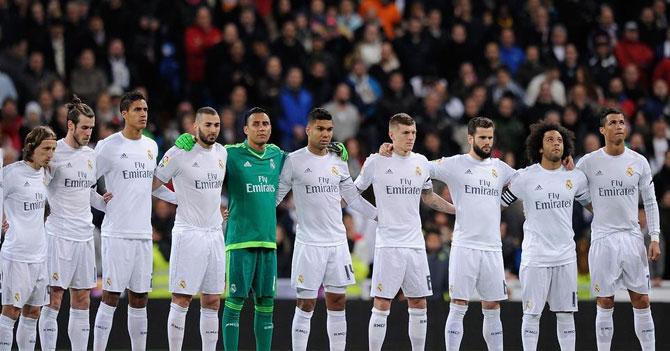 Estadio hace minuto de silencio por Benzema