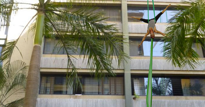Malandro hace curso de telas acrobáticas para robar edificios con gracia
