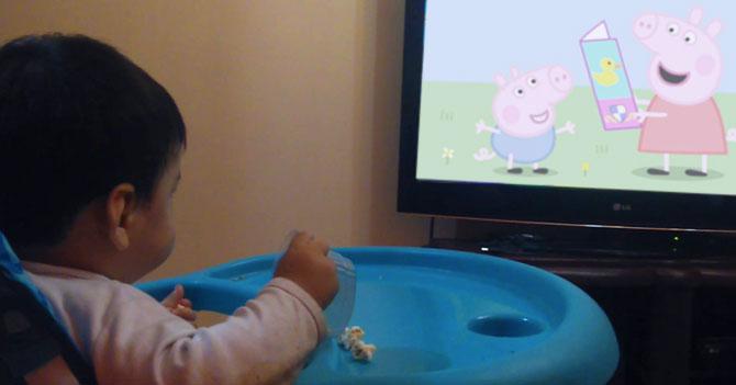 Niño entra en rehabilitación por adicción a Peppa Pig