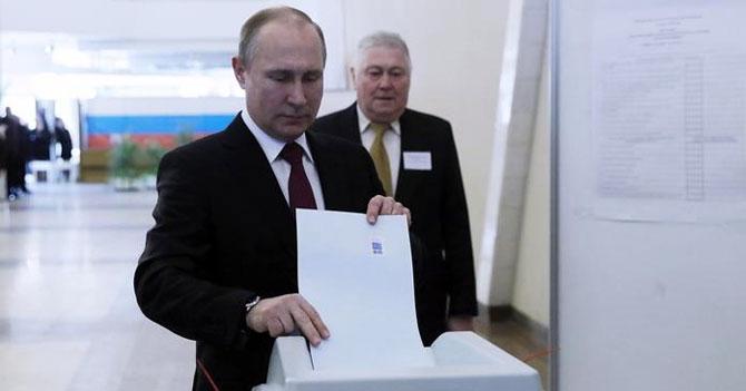 Putin gana elecciones en Rusia por 1 voto a 0