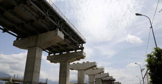 Temblor da una excusa perfecta para justificar la paralización de la construcción del ferrocarril en la Autopista Regional del Centro