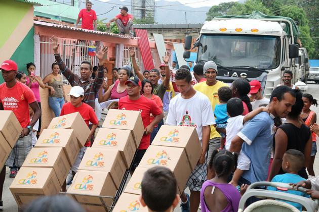 Maduro celebra el día de entregarle comida a un pueblo dependiente