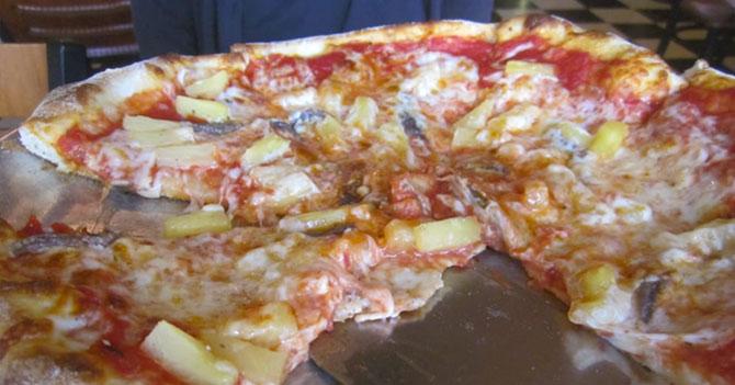 Amigo pichirre pide pizza con piña y anchoas para que nadie le pida