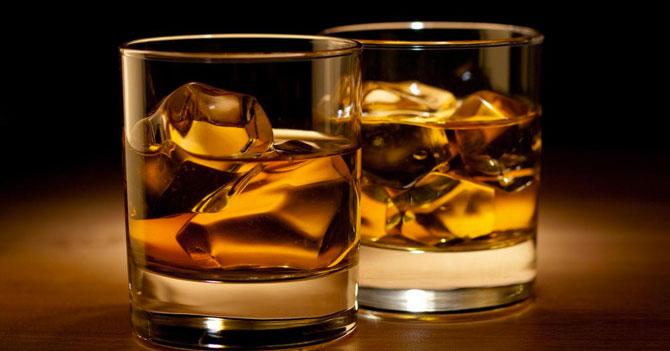Conozca los 5 beneficios de tomar un vaso de ron en ayunas