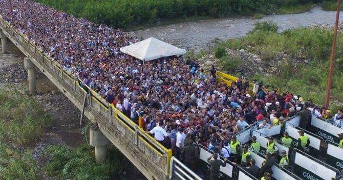 Marcha en apoyo a Maduro logra llenar puente hacia Cúcuta