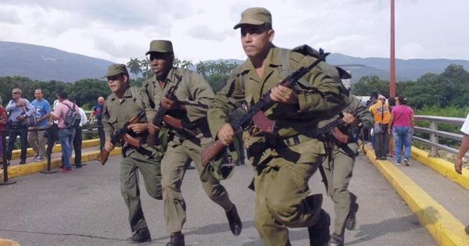 Reportan que militares que salieron corriendo por explosión de drone van por Cúcuta