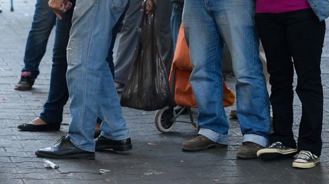 Gobierno ordena censo obligatorio de zapatos para los peatones