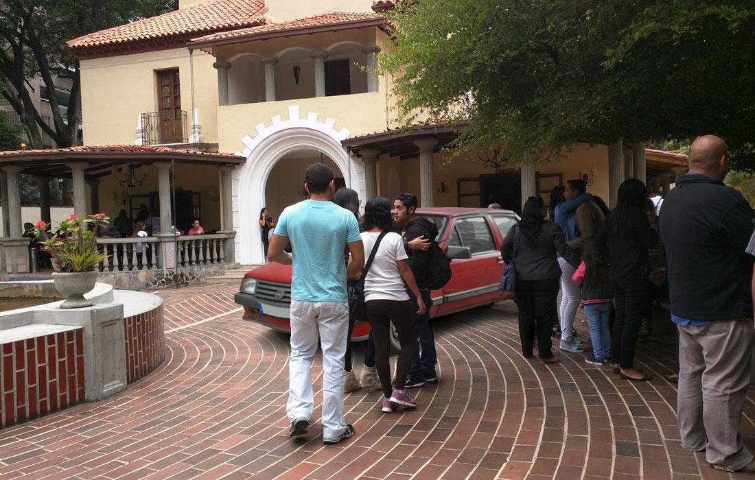 Funeraria Vallés habilita estacionamiento para darle último adiós a carros que no podrán ser reparados
