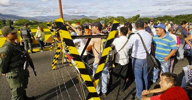 Gobierno crea policía migratoria imaginaria para supervisar crisis migratoria imaginaria