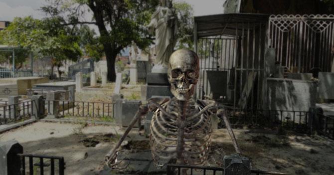 Muertos aprovechan su día para denunciar profanación de tumbas