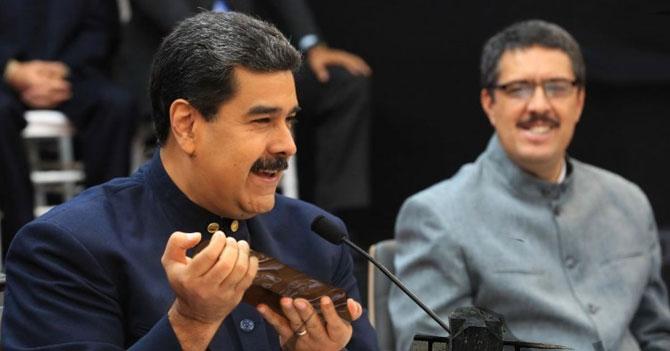 Maduro cubre lingotes de oro con chocolate para burlar sanciones